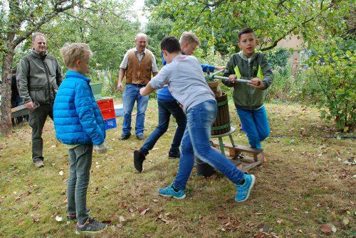 Muskelkraft war gefordert beim Bewegen der Kurbel der Apfelpresse