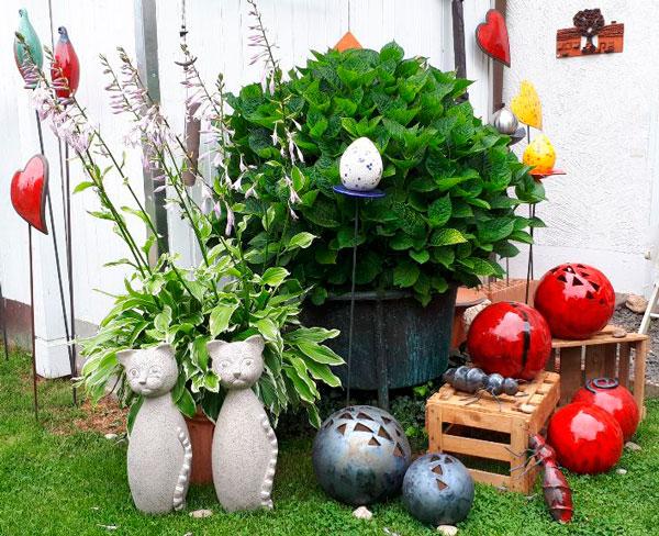 Motiv aus dem Garten vonKeramikerin Christel Schäfer